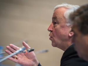 Cardinal-Vincent-Nichols-addresses-conference-delegates