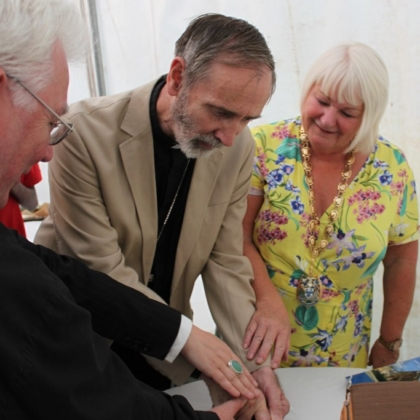 Bishop cutting Tilbury cake