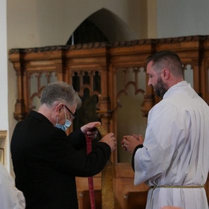 Deacon Kevin hands stole to Michael