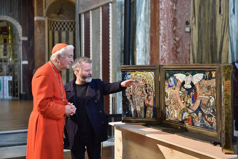 Pete Codling talks to Cardinal Nichols about the artwork in February (courtesy of Catholic Church)