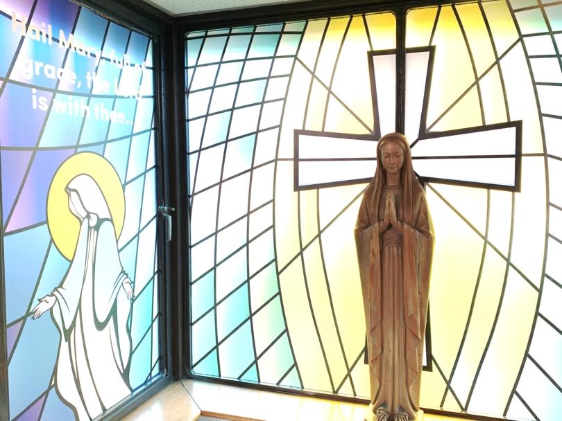Statue of Mary praying